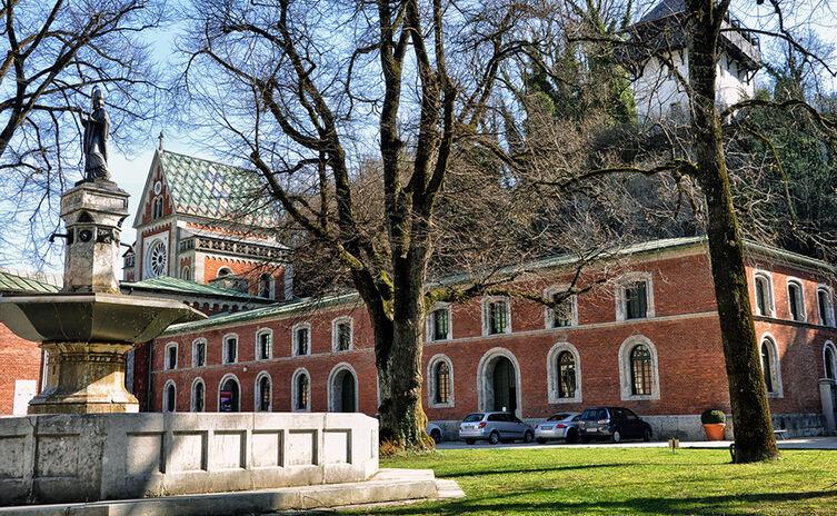 Alte Saline Reichenhall Kunstakademie Mit Rupertus Brunnen
