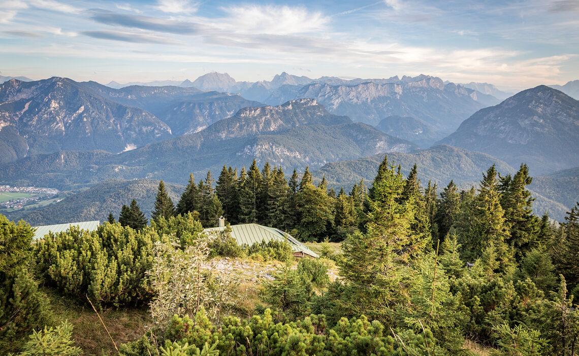Blick über die Zwieselalm zu den Berchtesgadener Alpen