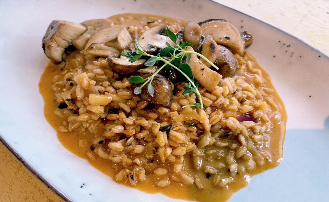 Fertiges Dinkelrisotto mit Pilzen