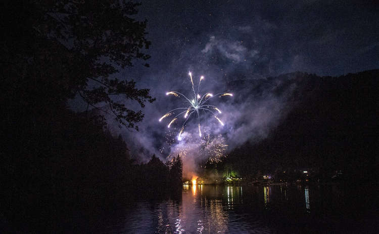 Fireworks At Thumsee Brennt