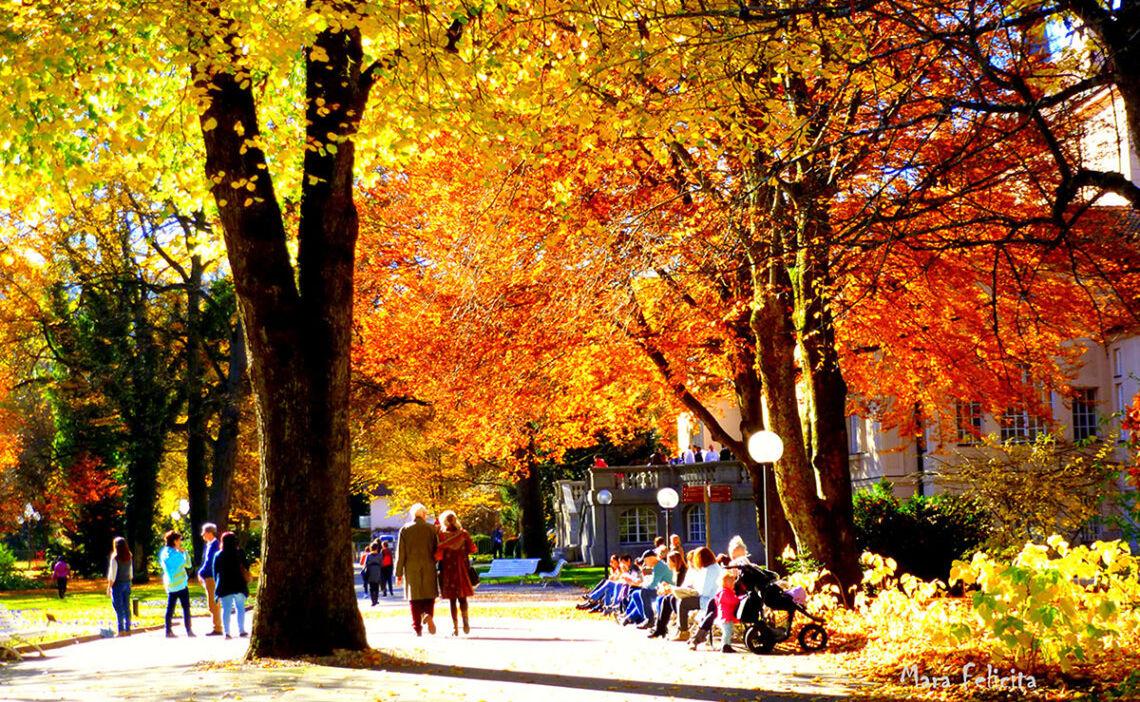 Herbst in der Alpenstadt