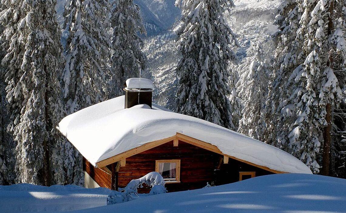 verschneite Hütte am Predigtstuhl © Erich Steindl