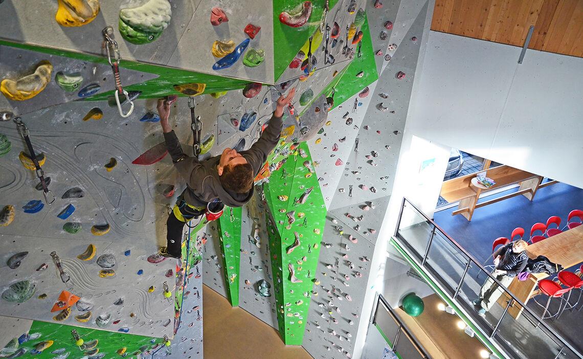 Klettern in der Kletterhalle Strub | Bergsteigerhaus Ganz