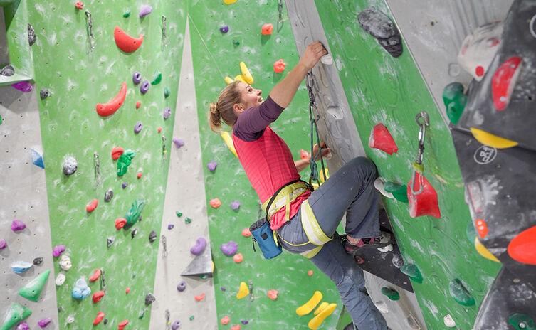 Bea Soyter beim Klettern