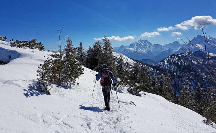Mit Schneeschuhen unterwegs im Lattengebirge: Watzmann und Hochkalter voraus