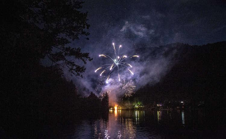 Thumsee Brennt Feuerwerk