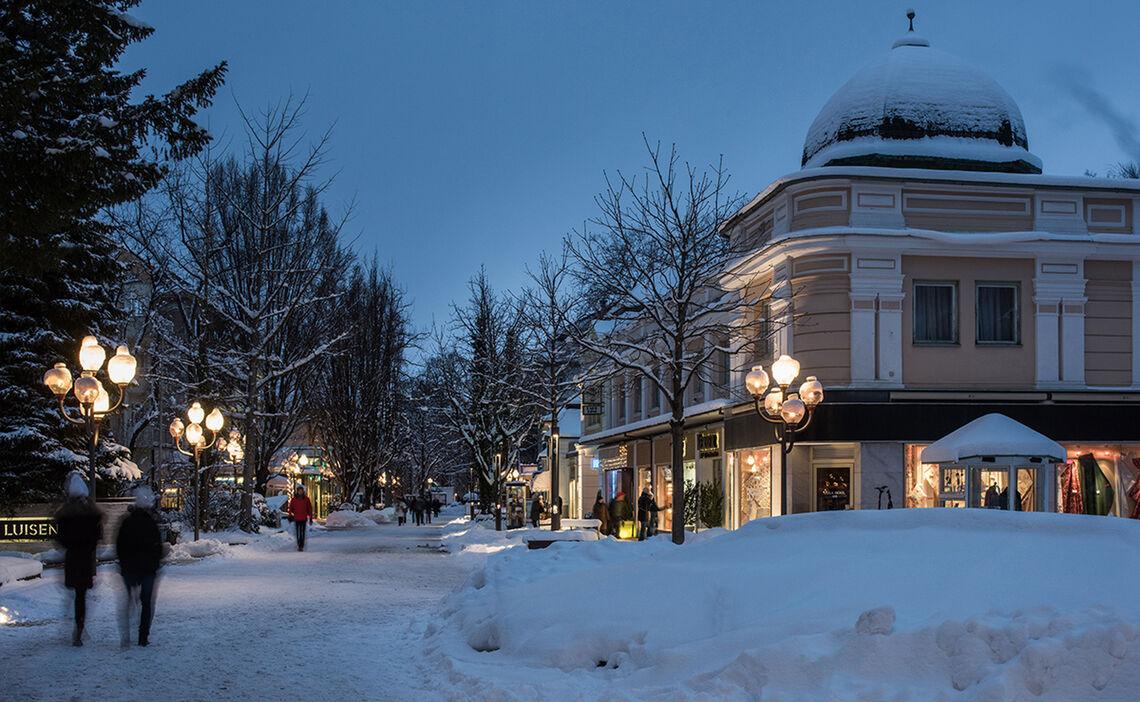 Winter Spaziergang Fussgaengerzone Reichenhall