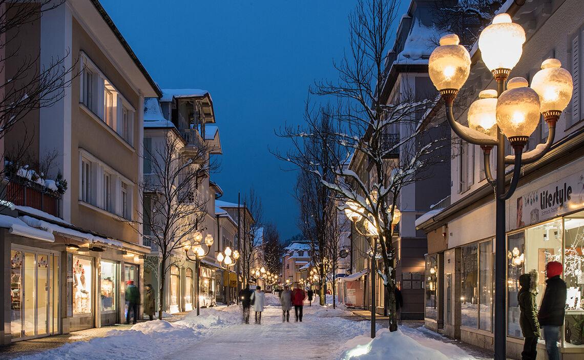 Winterabend Fussgaengerzone Reichenhall